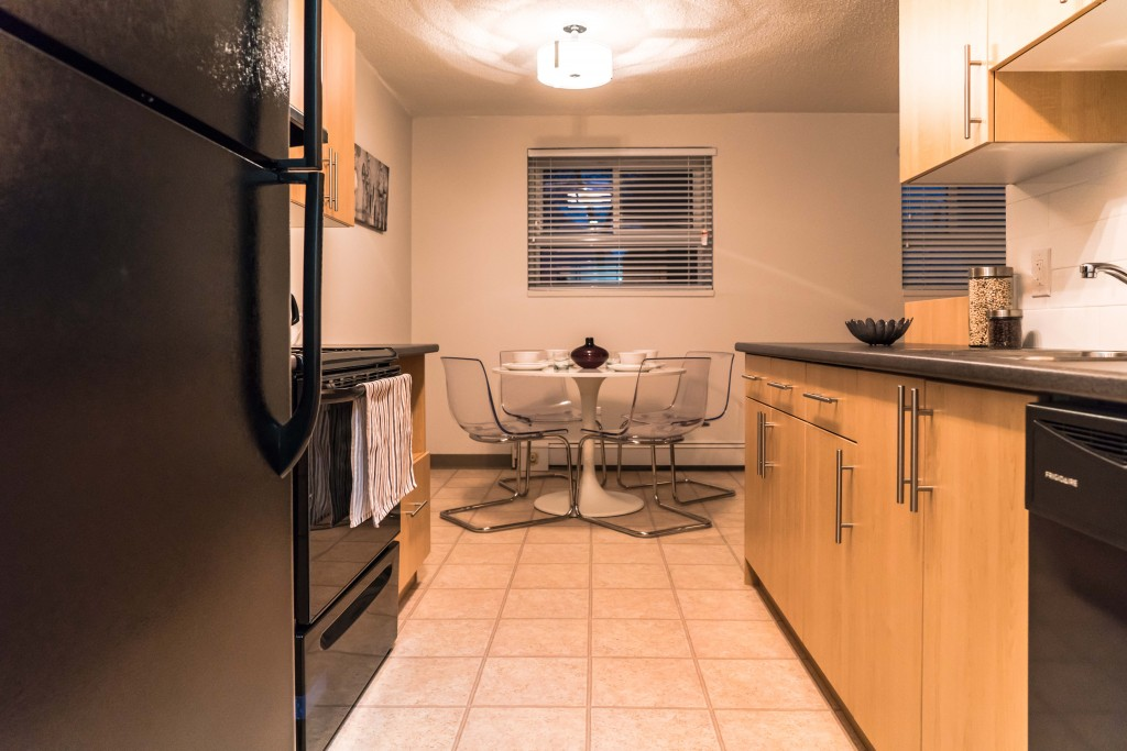 Towers Realty Group - Owen Apartments - 650 Stafford - Dining-Kitchen3