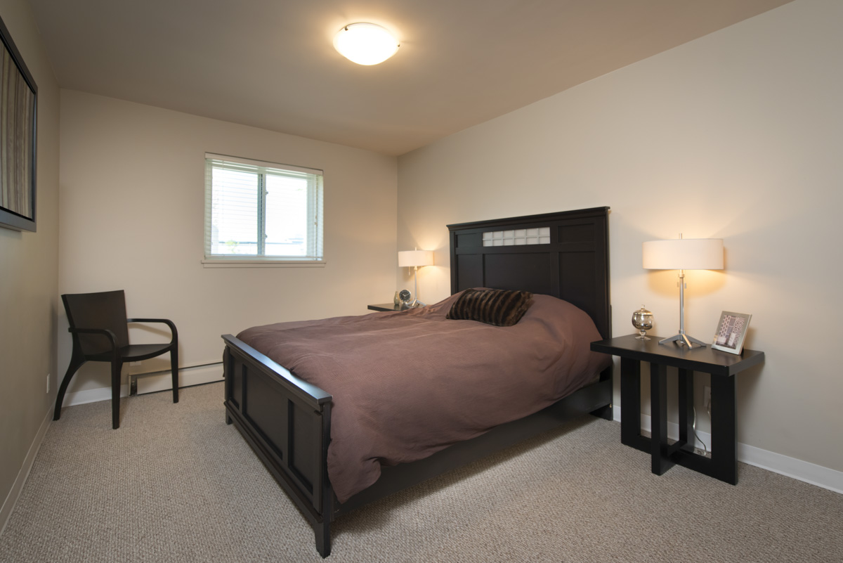 Apartments For Rent Winnipeg - Linlee Apartment Bedroom - Towers Realty