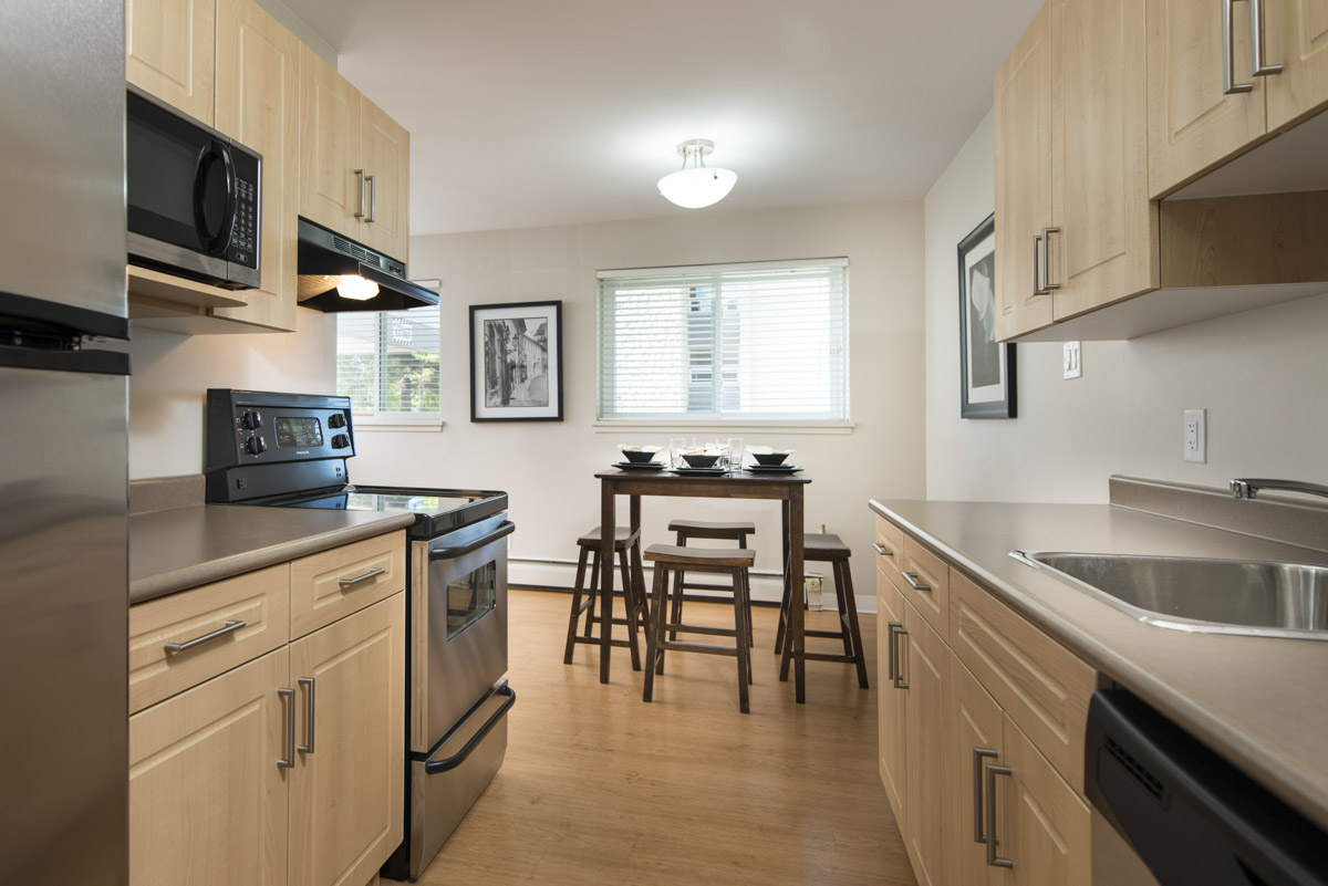 Towers Realty Group - Linlee Apartments - 1030 Brazier St - Kitchen-Dining