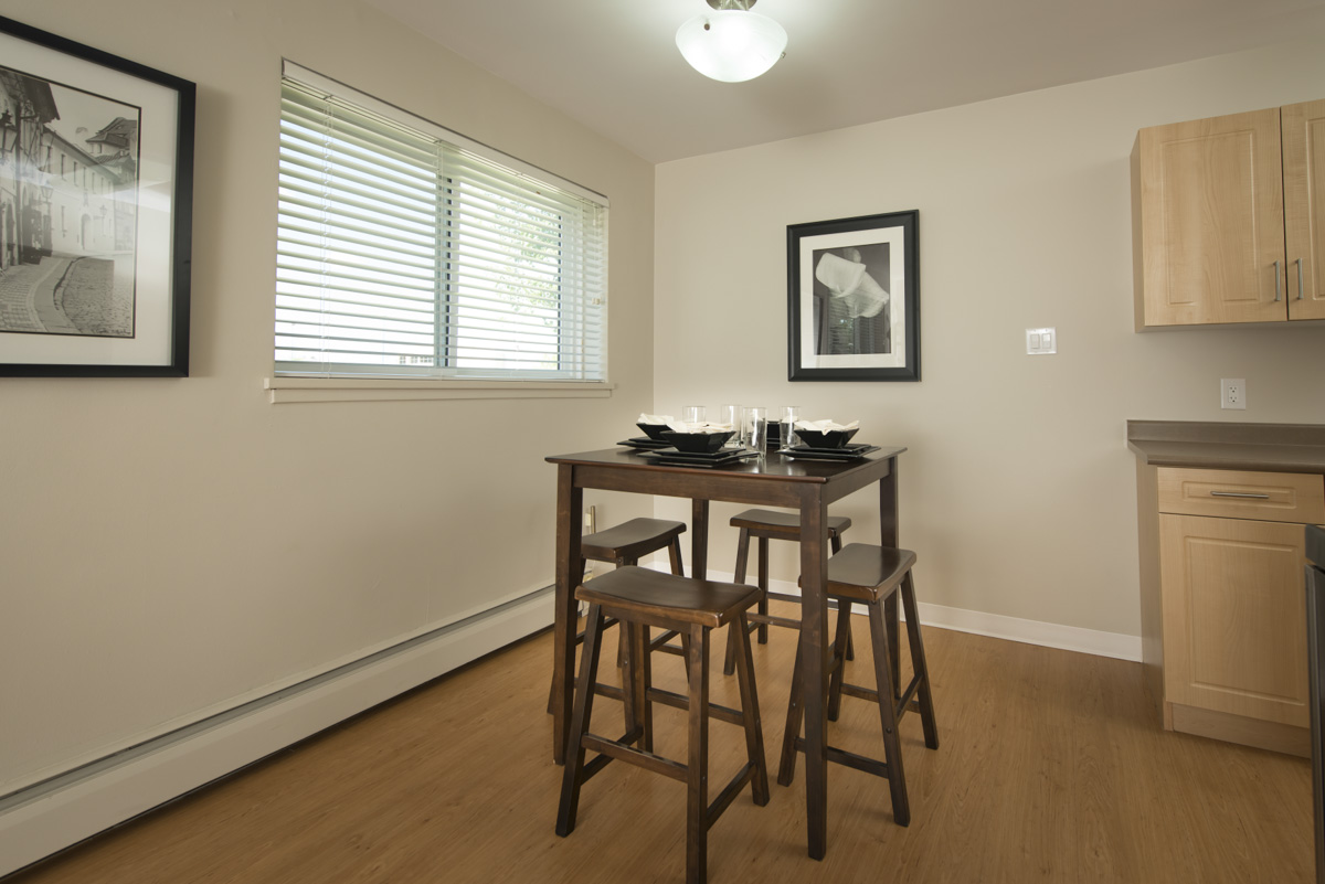 Apartments For Rent Winnipeg - Linlee Apartment Dining Room - Towers Realty