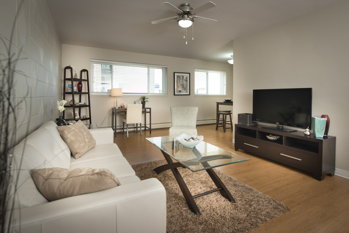 Apartments For Rent Winnipeg - Linlee Apartment Living Room - Towers Realty