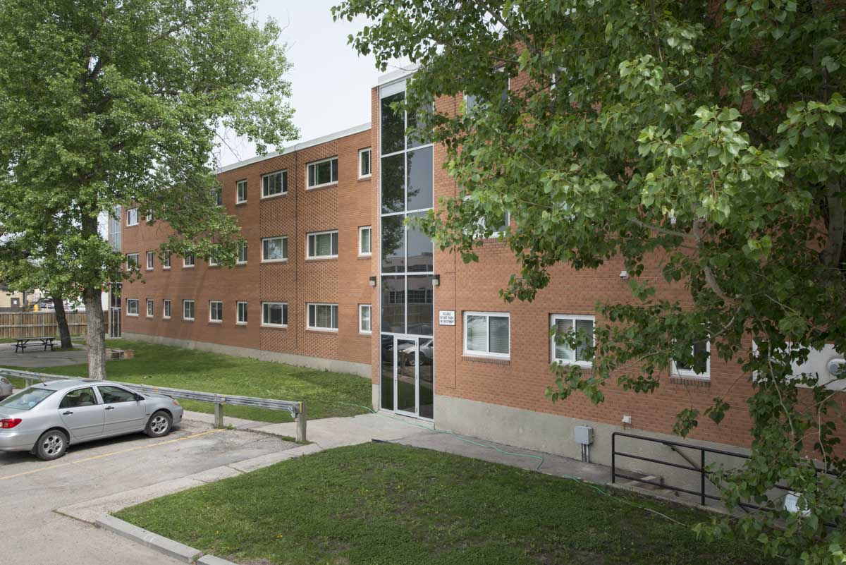 Apartments For Rent Winnipeg - 1030 Brazier St Apartment Building - Towers Realty