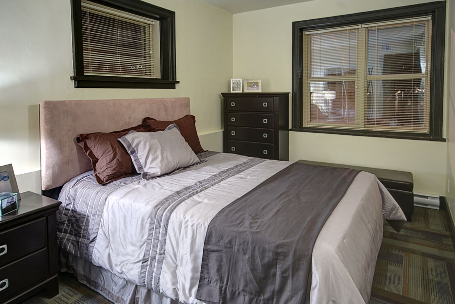 Towers Realty Group - The Ritz - 859 Grosvenor Ave - Bedroom 2 - 2BR