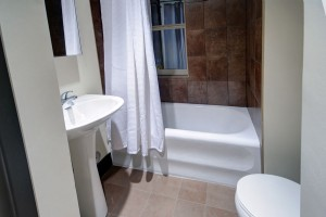 Towers Realty Group - The Ritz - 859 Grosvenor Ave - Bathroom - 2BR