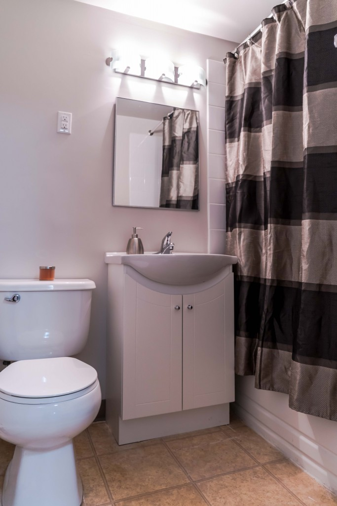Towers Realty Group - Owen Apartments - 650 Stafford - bathroom2