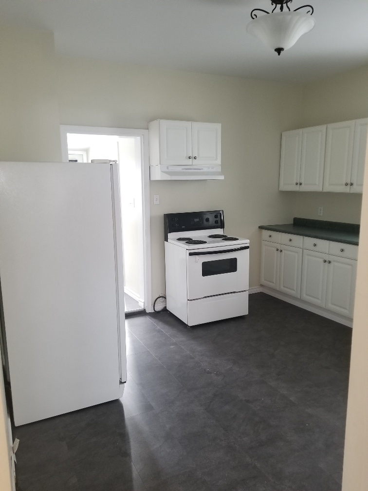 Towers Realty Group - 154 Dollard Avenue - kitchen