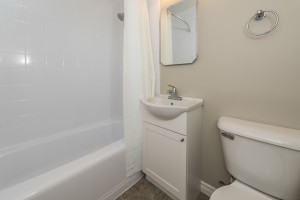 Towers Realty Group - Warren Apartments - 255 Sophia - Bathroom