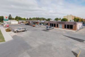 588 Keenlyside Ave - office for lease
