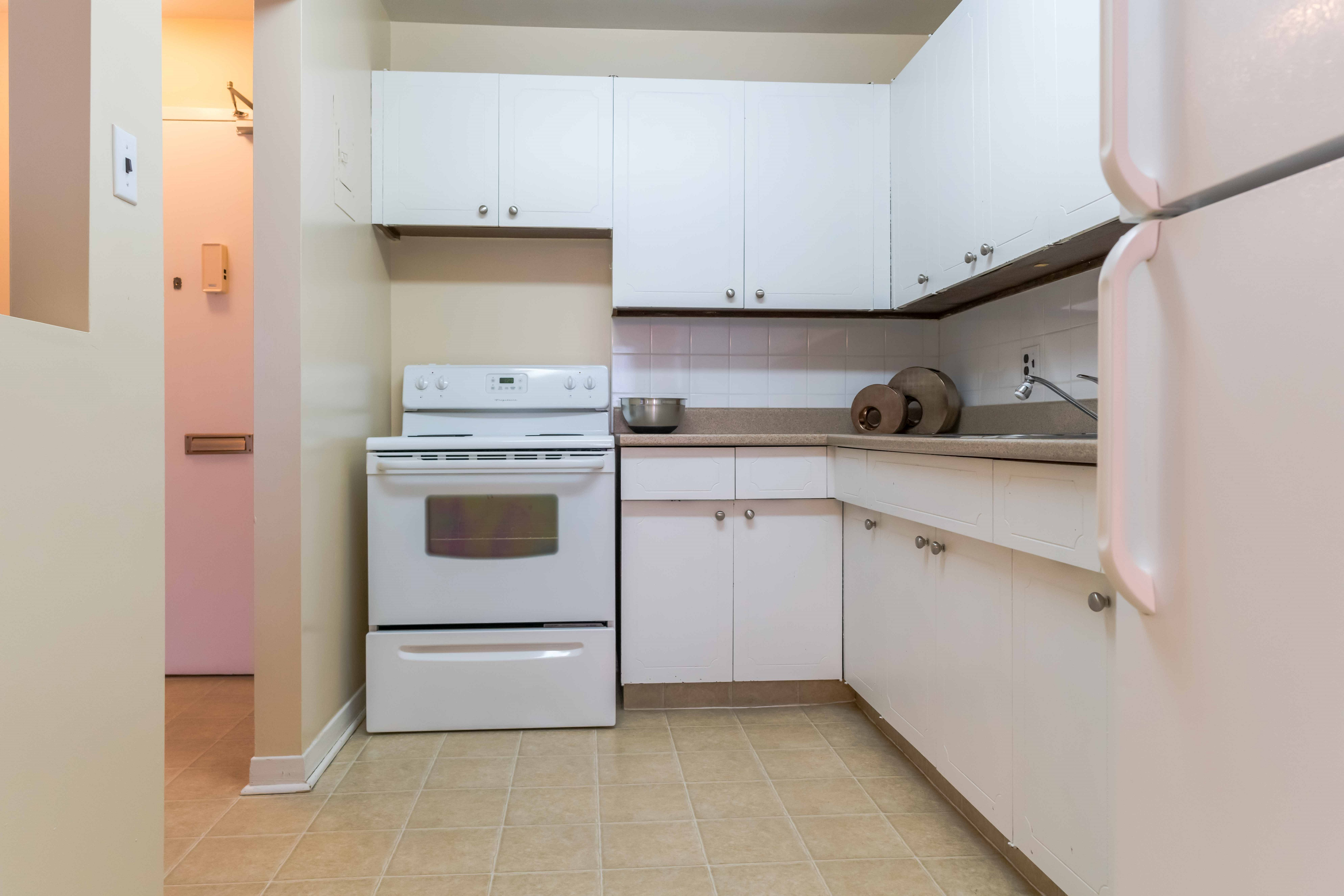 Apartments For Rent Winnipeg - 555 River Apartment Kitchen - Angle 1