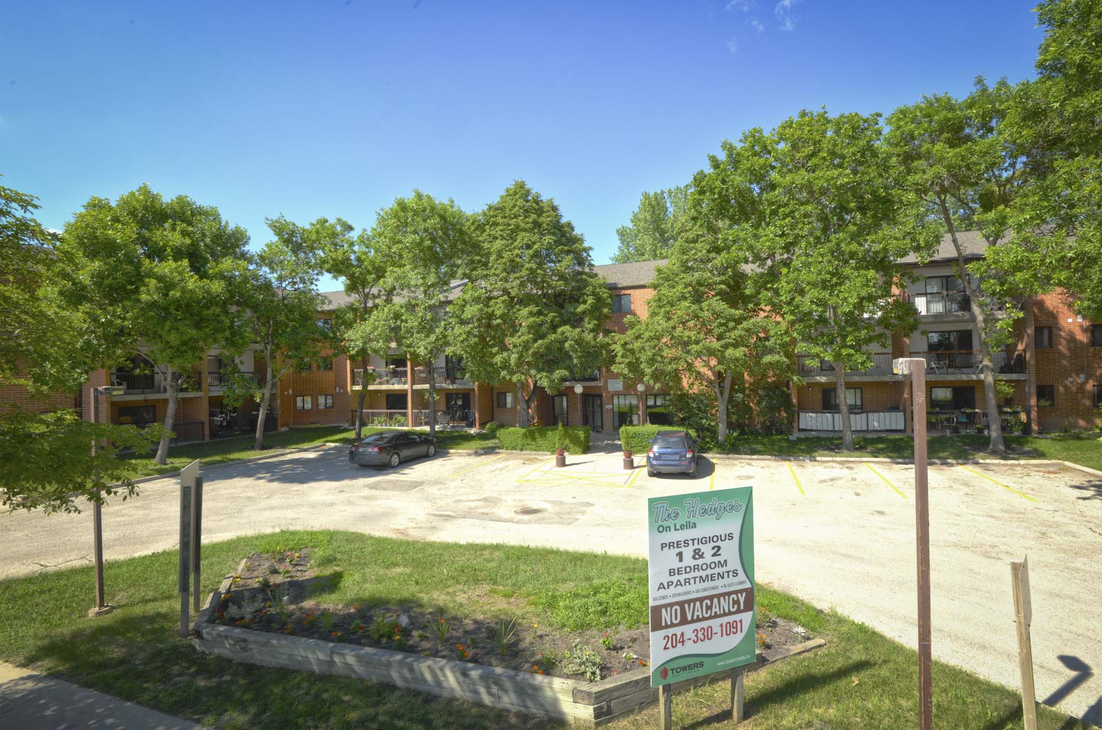 Apartments for rent Winnipeg - The Hedges - 707 Leila Ave