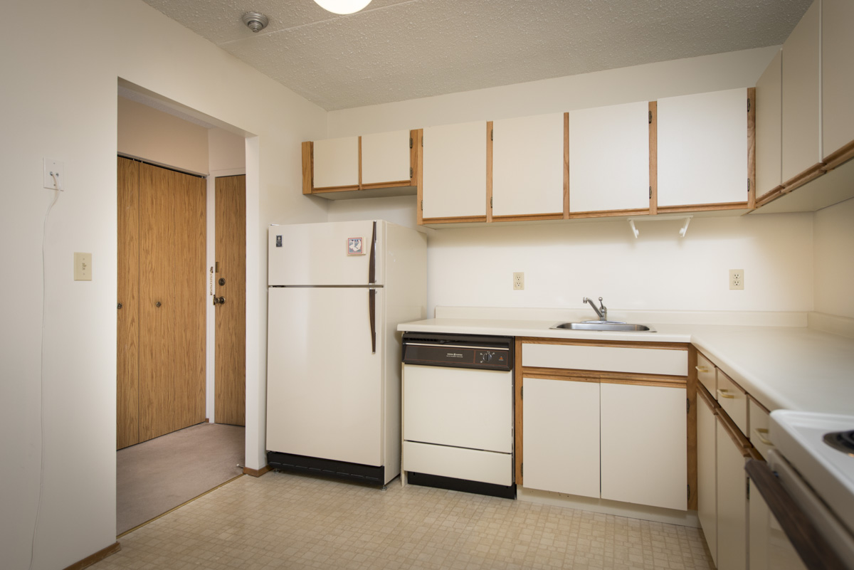 Apartments For Rent Winnipeg - 707 Leila Ave Apartment Kitchen - Angle 1