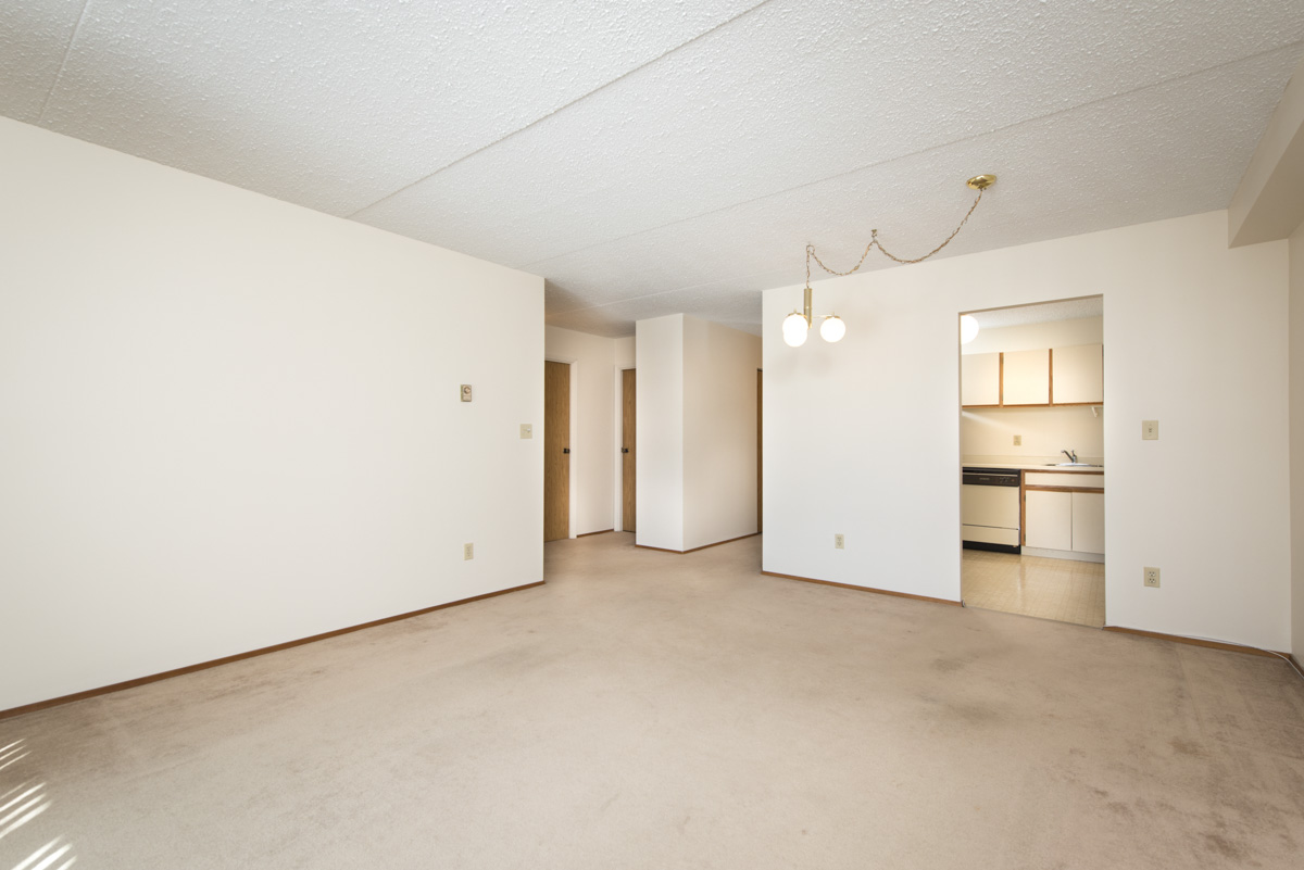 Apartments For Rent Winnipeg - 707 Leila Ave Apartment Family Room and Kitchen