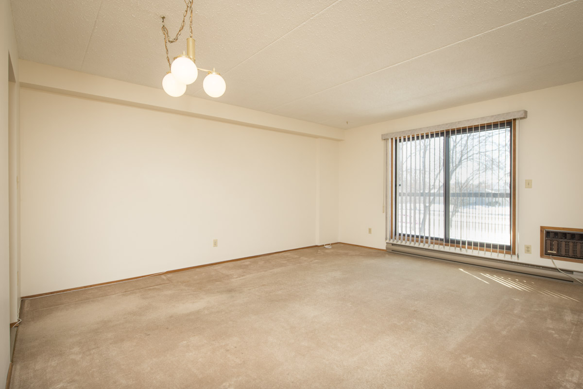 Apartments For Rent Winnipeg - 707 Leila Ave Apartment Family Room