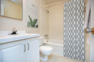 Towers Realty Group - Laval Apartments - 2BR - Bathroom
