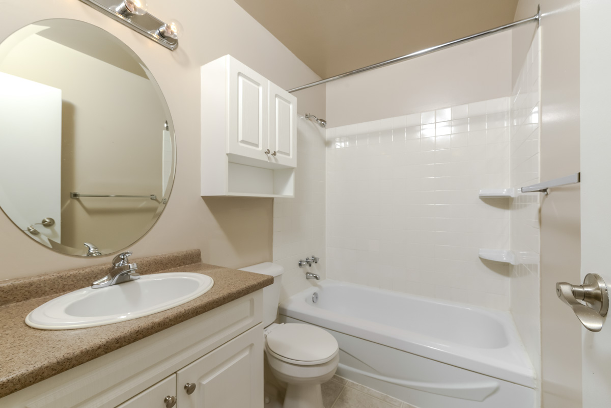 Towers Realty Group - 990-1000 Markham - Bathroom