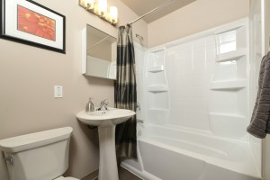 Towers Realty Group - Essex House - 2415 Portage Avenue - 1 Bedroom - Bathroom