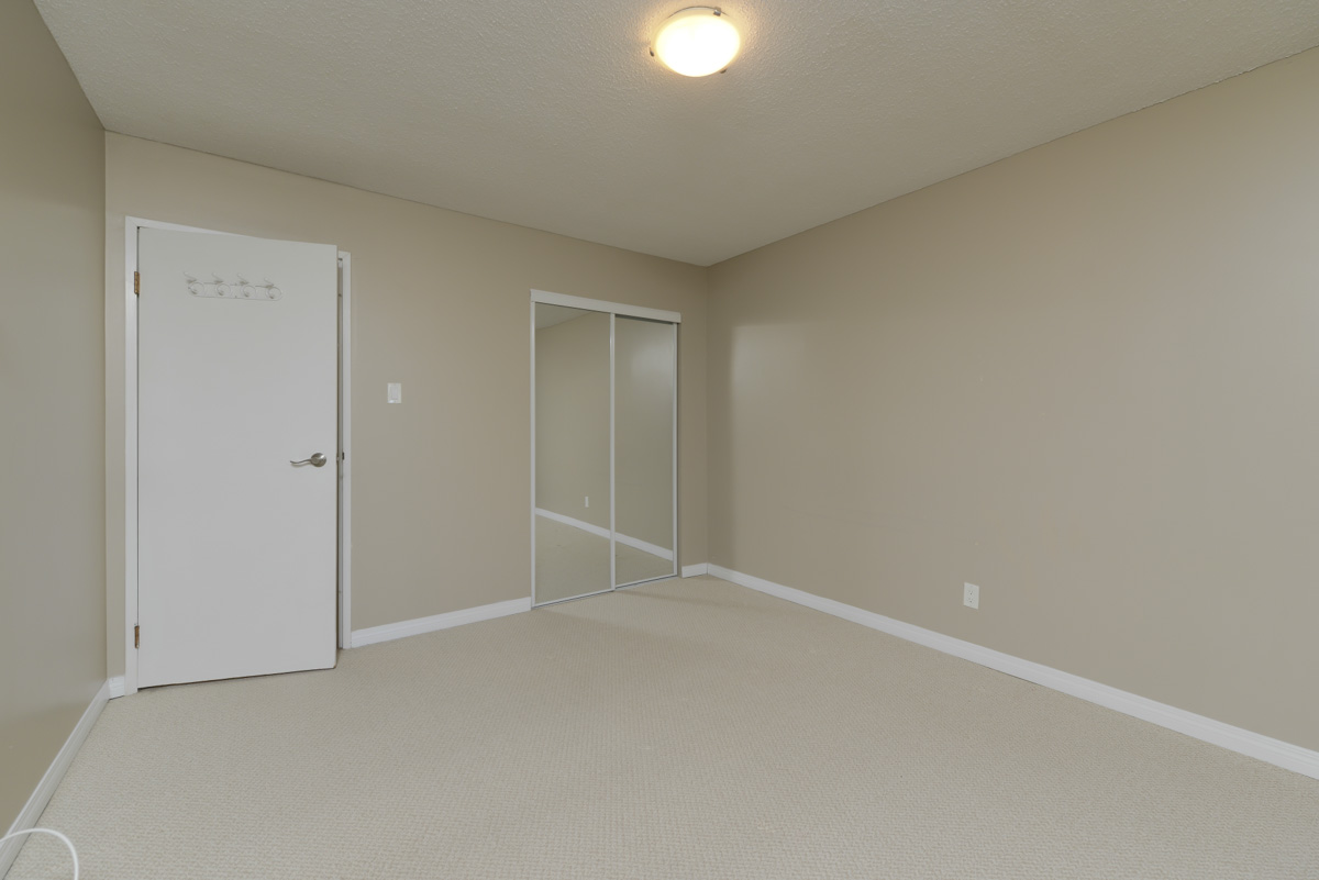 Towers Realty Group - 990-1000 Markham - Bedroom 2