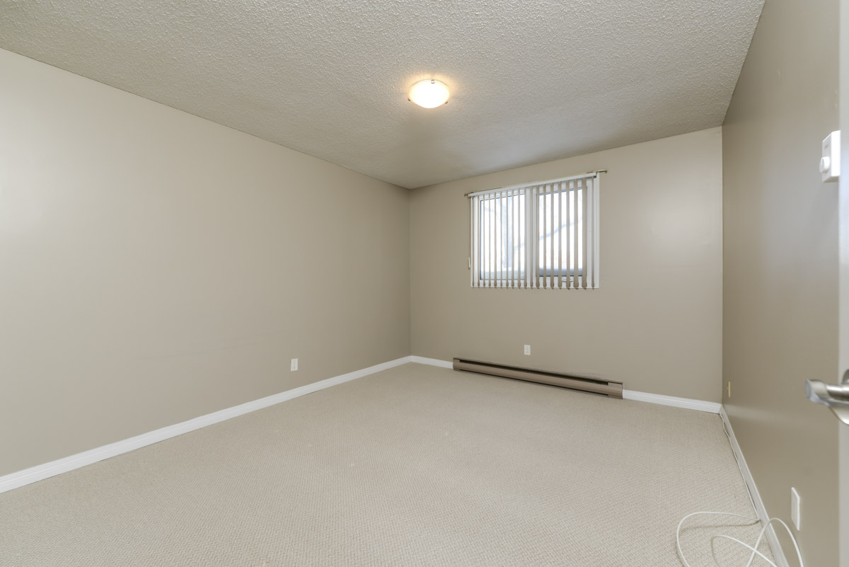 Towers Realty Group - 990-1000 Markham - Bedroom
