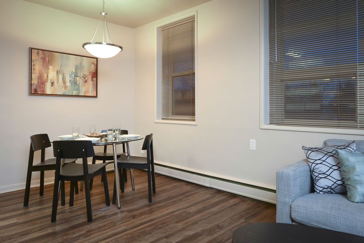 Towers Realty Group - Essex House - 2415 Portage Avenue - 2 Bedroom - Dining-Living
