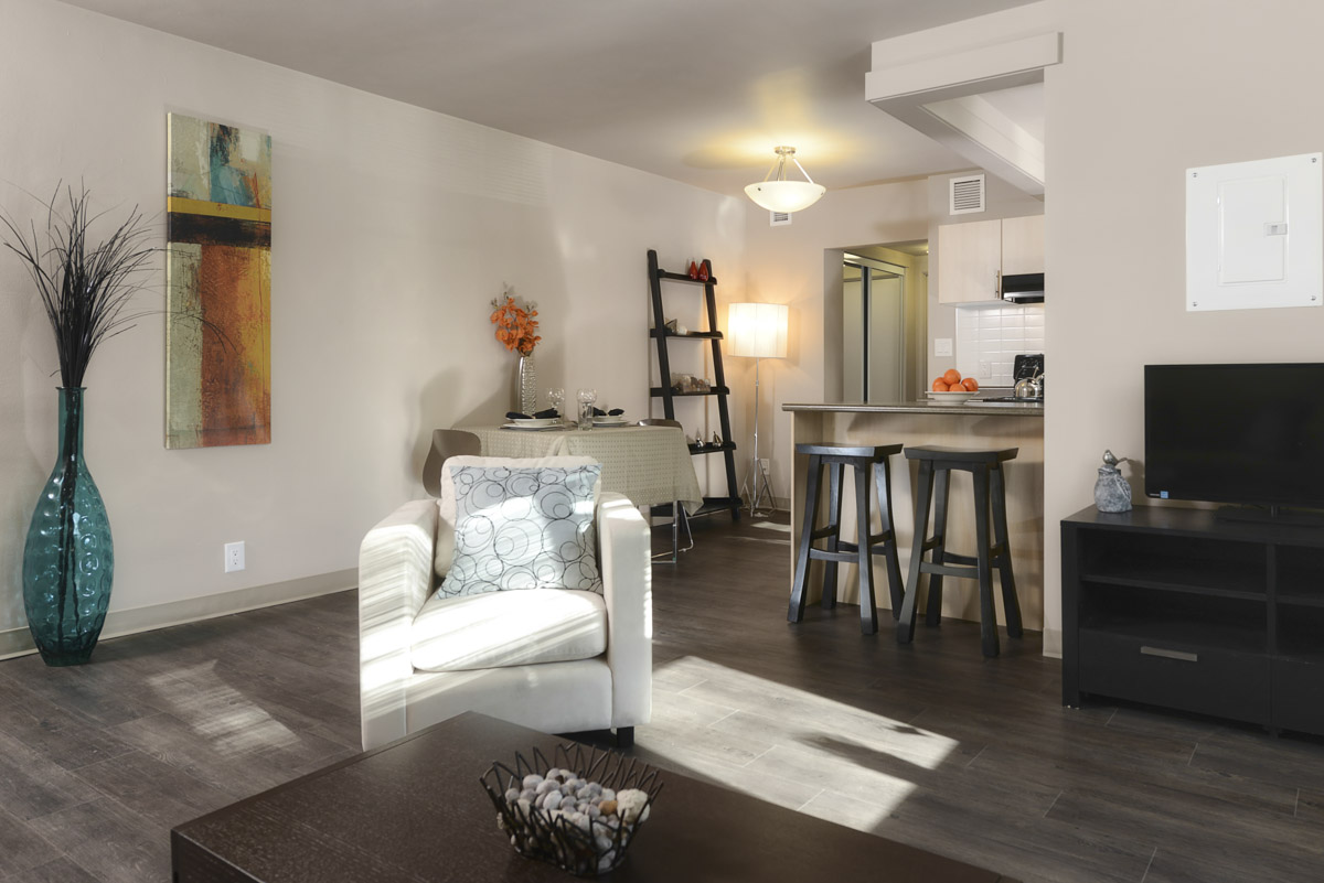 Apartments For Rent Winnipeg - Grandview Apartment Dining and Family Room - Towers Realty