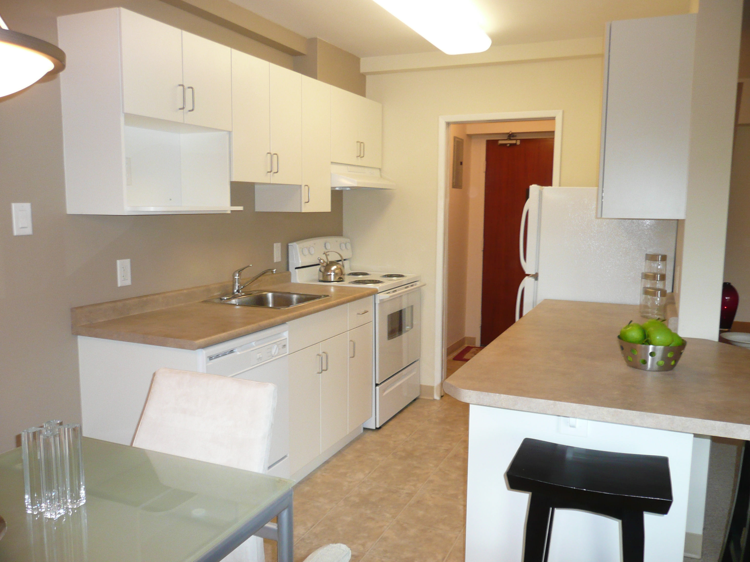Towers Realty Group - Carillon Towers - 1790 Portage - Kitchen2
