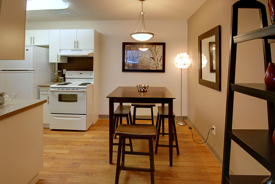 Towers Realty Group - 66 Killarney Ave - Dining Room