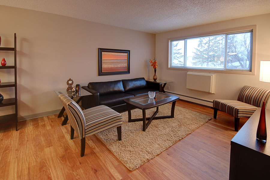 Towers Realty Group - 66 Killarney Ave - Living Room 2