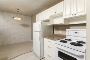 Towers Realty Group - 1000 Markham - Kitchen-Dining