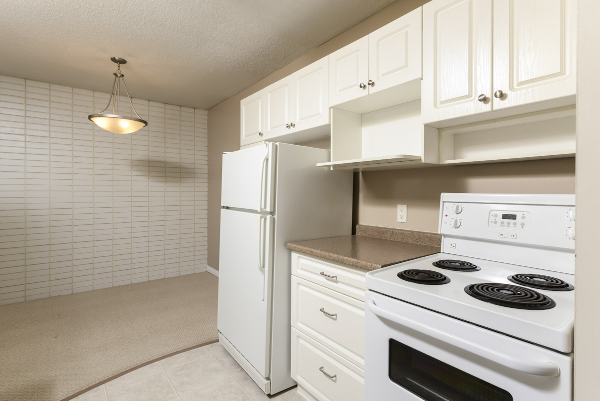 Towers Realty Group - 990-1000 Markham - Kitchen-Dining