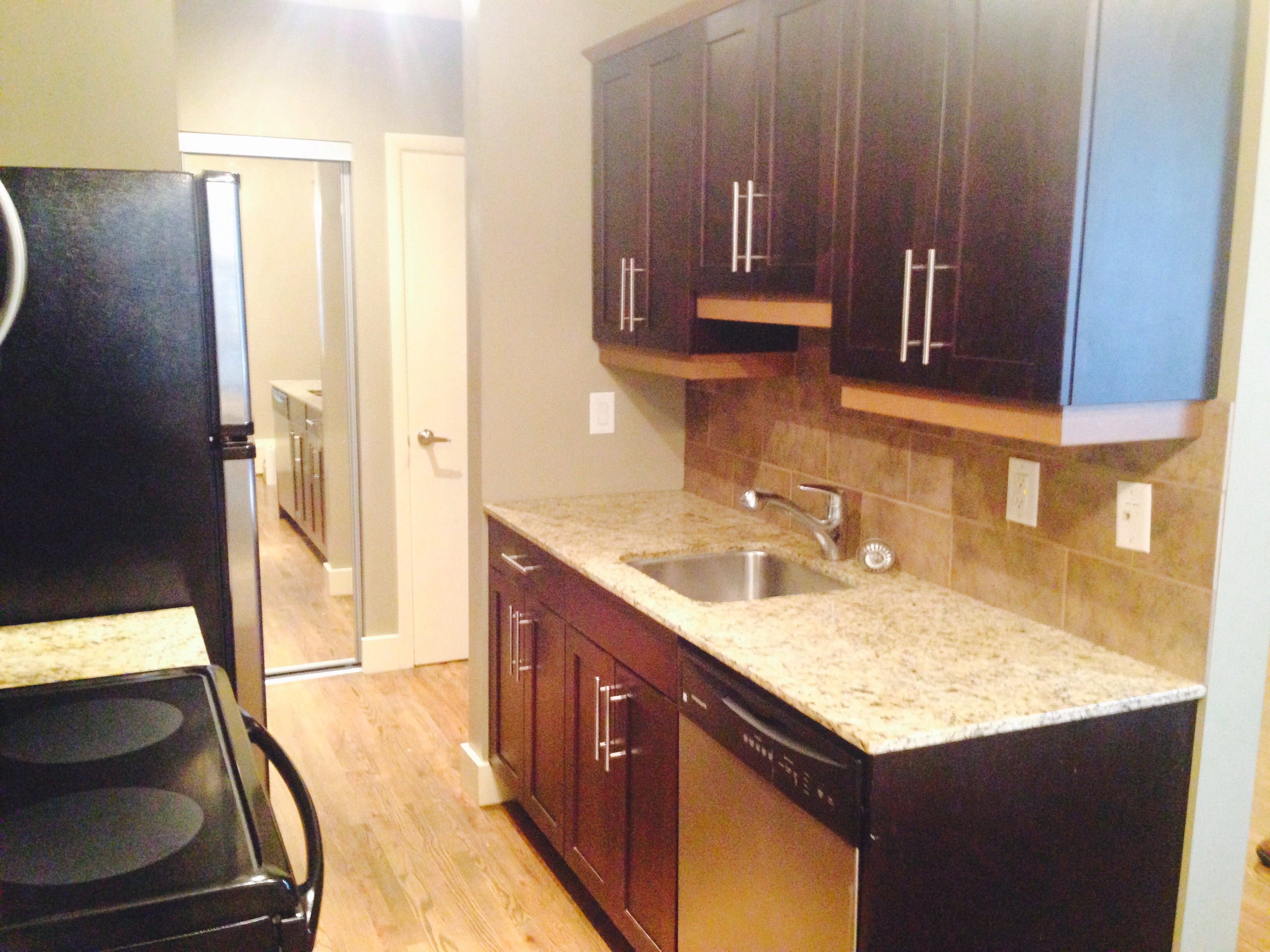 Towers Realty Group - The York - 809 Corydon Avenue - Kitchen