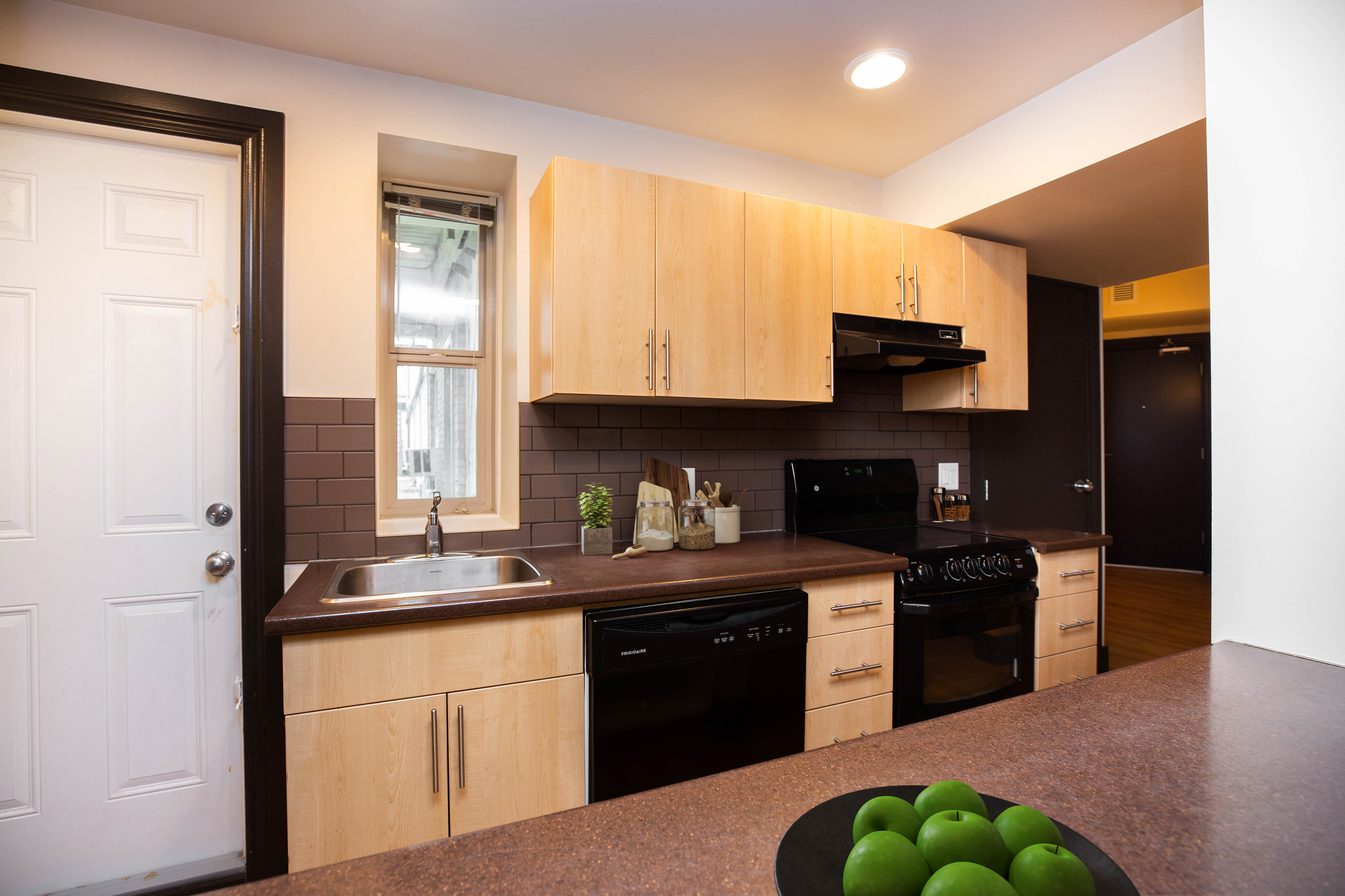 Towers Realty Group - The Ritz - 2BR - Kitchen