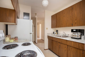 Towers Realty Group - Lauralee Apartments - 1222 Plessis - 2BR - Kitchen