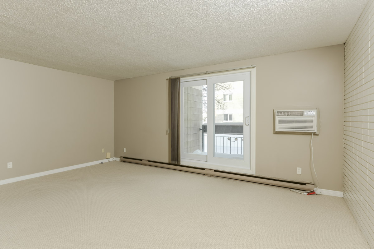Towers Realty Group - 990-1000 Markham - Living Room
