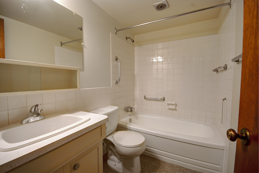Apartments For Rent Winnipeg - Olympic Apartment Bathroom - Towers Realty