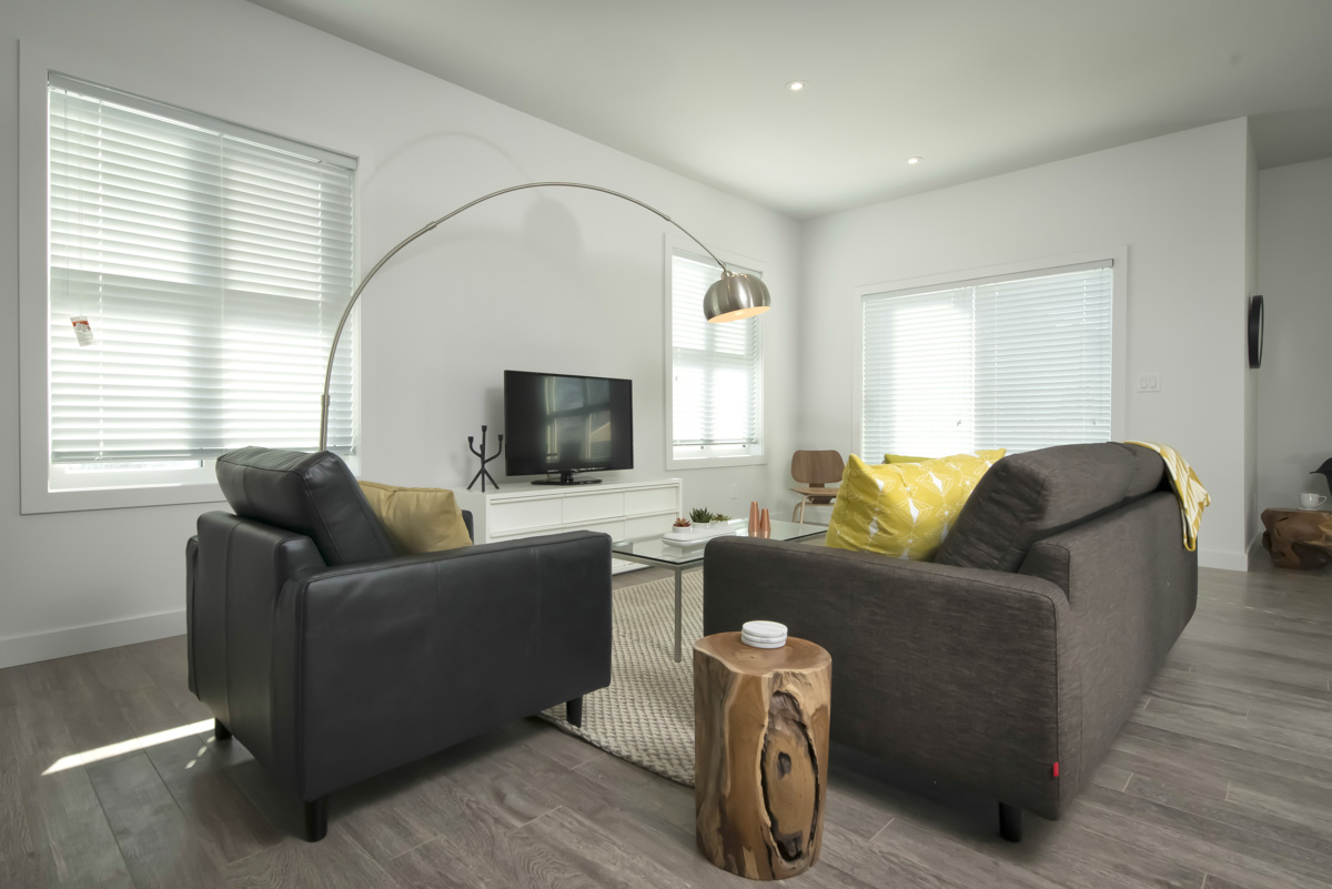 Towers Realty Group - The Ridge Townhouses - Living Room 1