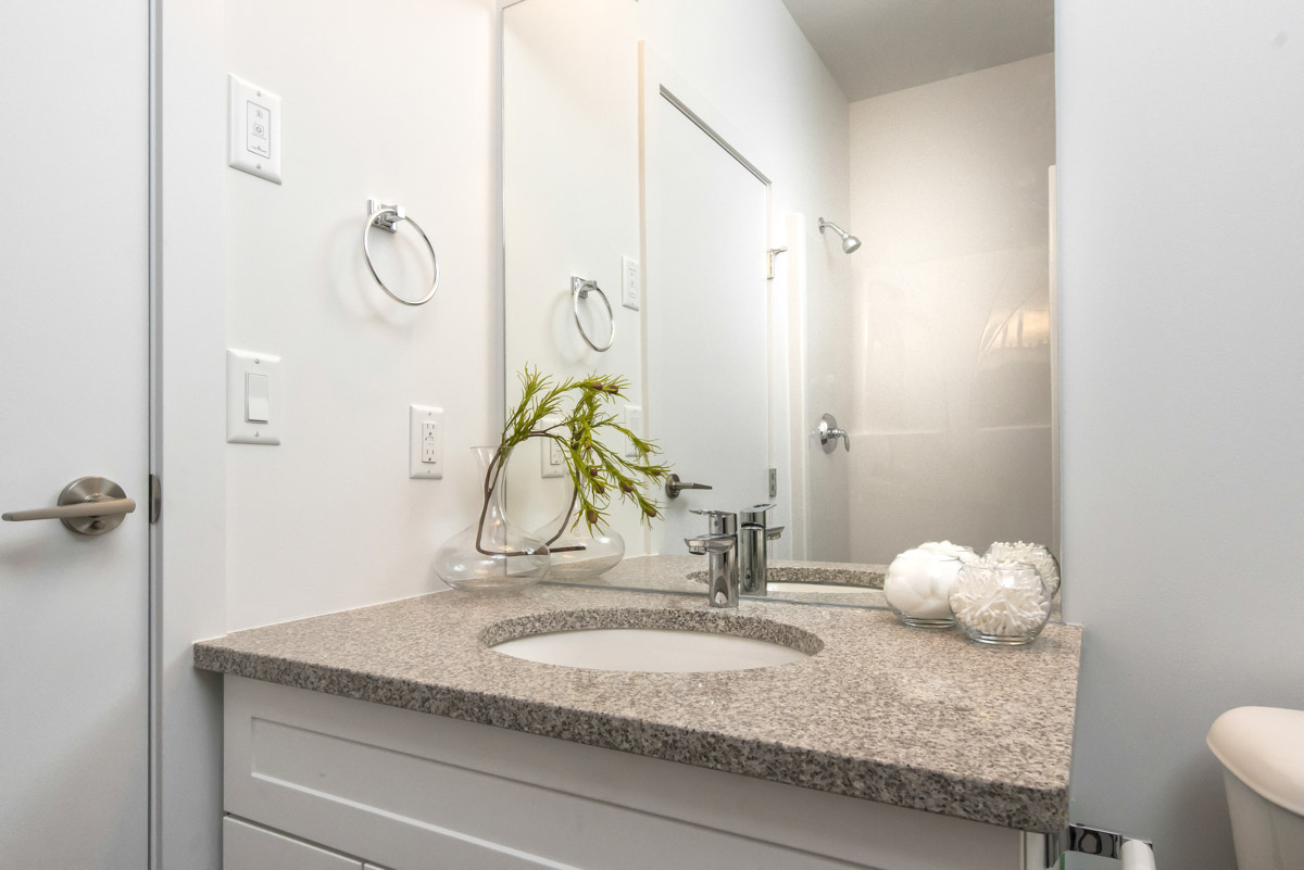 Apartments For Rent Winnipeg - Ridge Apartment Bathroom - Towers Realty