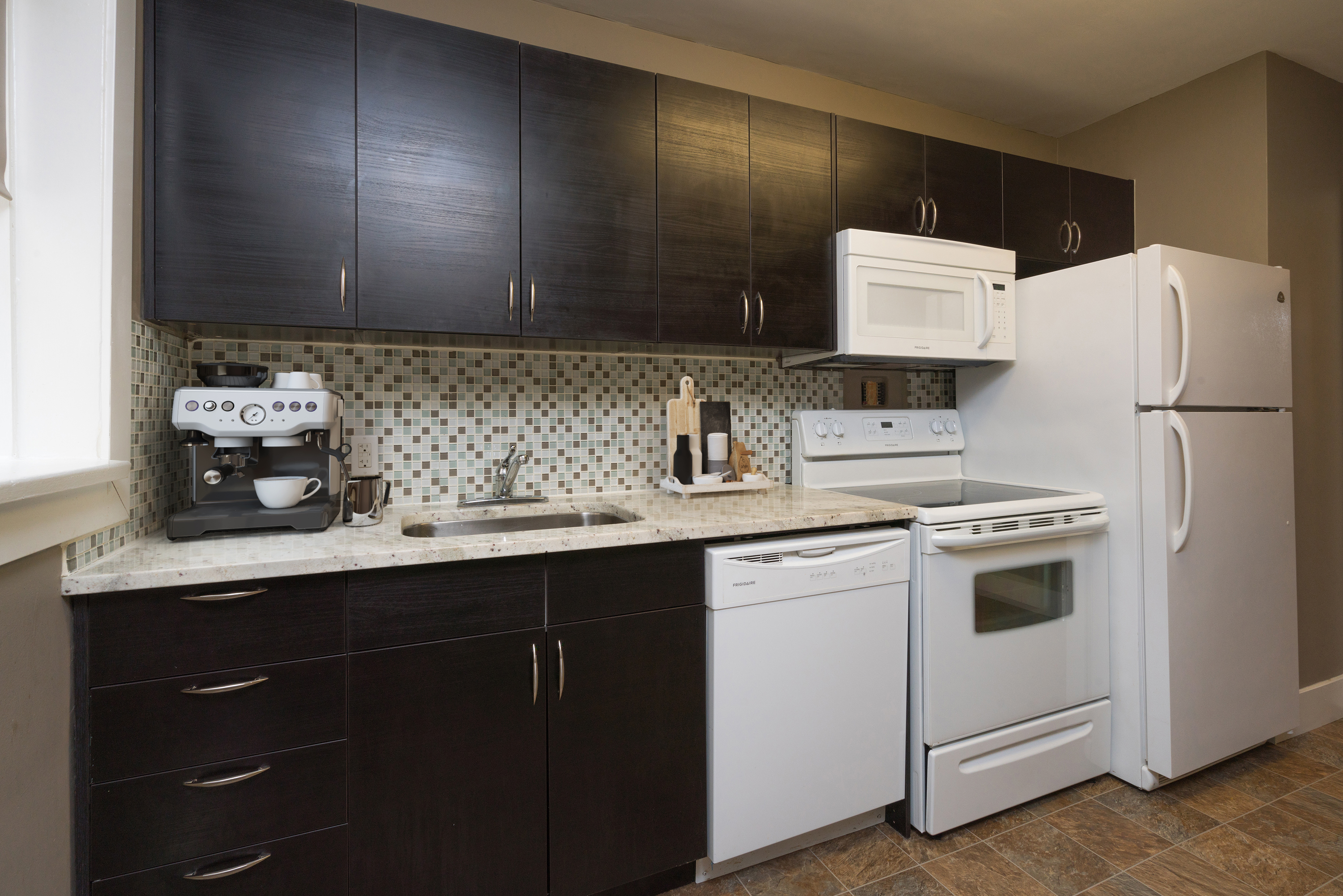 Towers Realty Group - Hugo Apartments - Kitchen