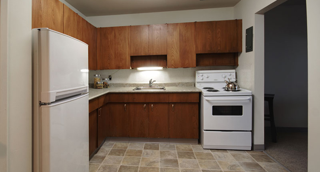 Towers Realty Group - Bonita Daer Apartments - 530 Daer Blvd - Kitchen